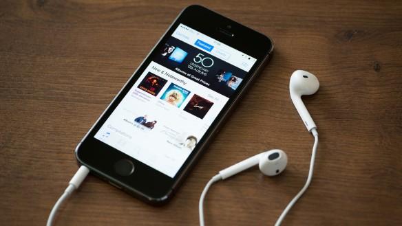 636066150393391521-651031690_itunes-on-iphone-podcast-headphones-24